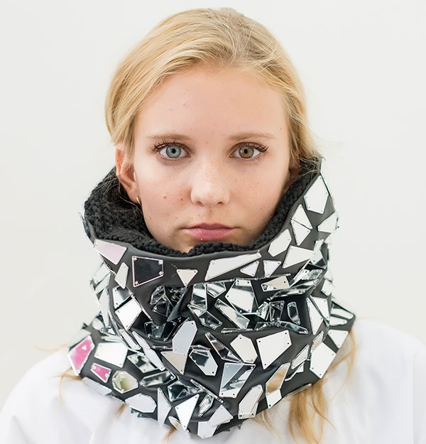 EMBROIDERED MIRROR KNITTED SNOOD