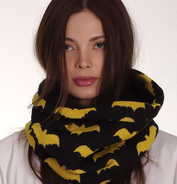 KNITTED SNOOD WITH BATS
