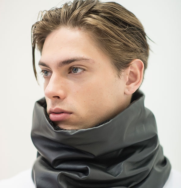 KNITTED SNOOD WITH BLACK SEQUIN