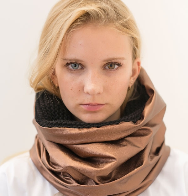 KNITTED SNOOD WITH BRONZE SHEEPSKIN ECO LEATHER