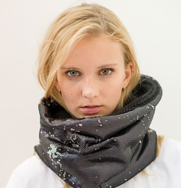 KNITTED SNOOD WITH BLACK / SILVER SEQUIN