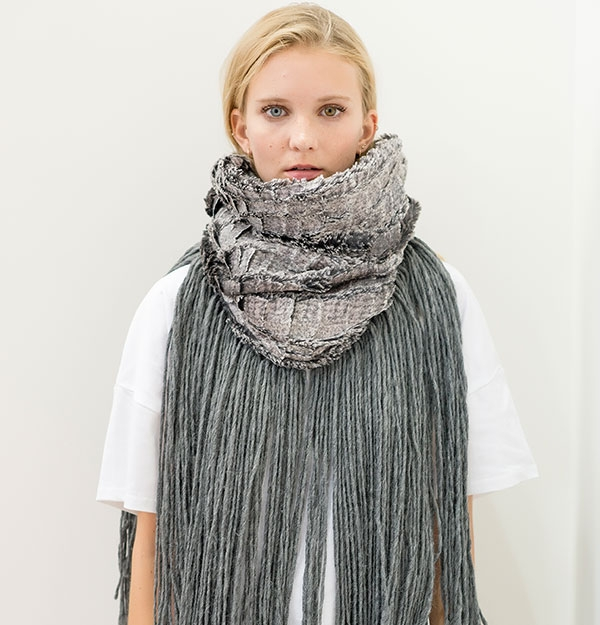 KNITTED SNOOD WITH CROCO ECO FUR & FRINGES
