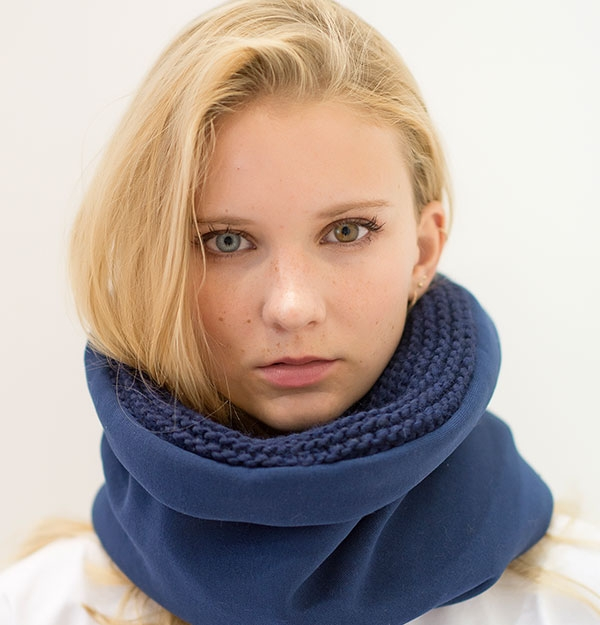 KNITTED BLUE COTTON SNOOD