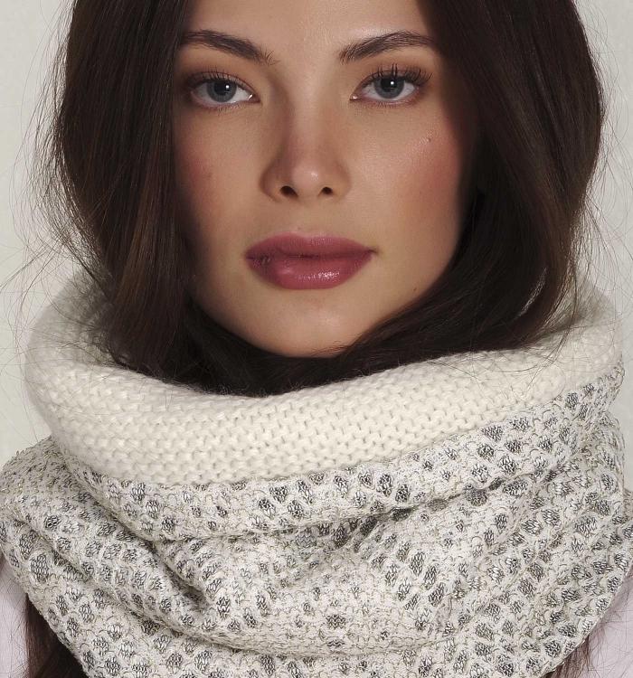 KNITTED SNOOD WITH GOLD DETAILS