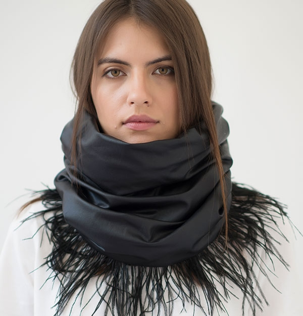KNITTED SNOOD ECO LEATHER WITH OSTRICH FEATHERS