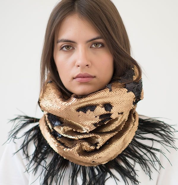 KNITTED SNOOD WITH GOLD MATTE SEQUIN & FEATHERS