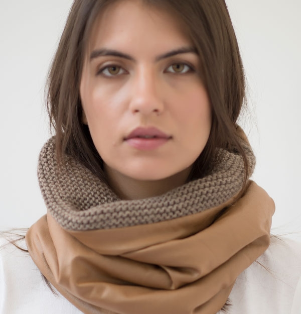 KNITTED SNOOD WITH ECO LEATHER