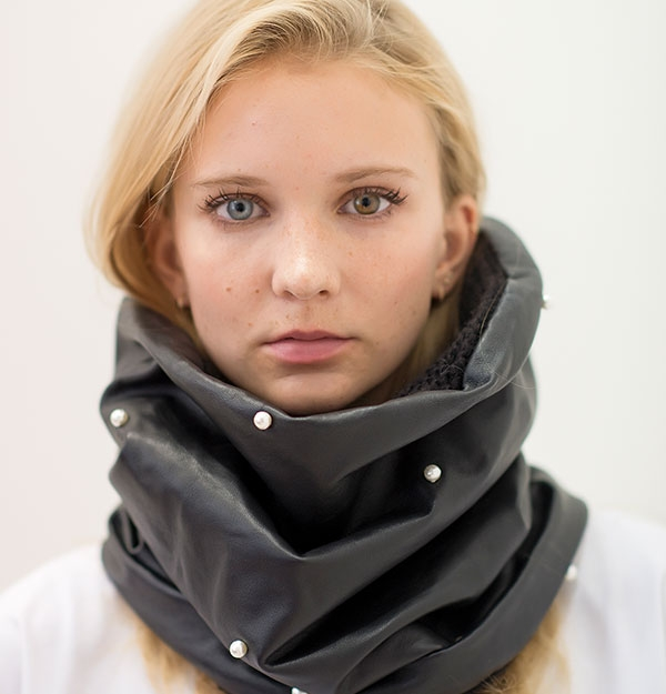 KNITTED SNOOD WITH 100% LEATHER & PEARLS