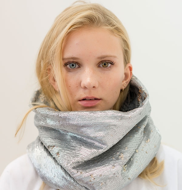 KNITTED SNOOD WITH GOLD / SILVER SEQUIN