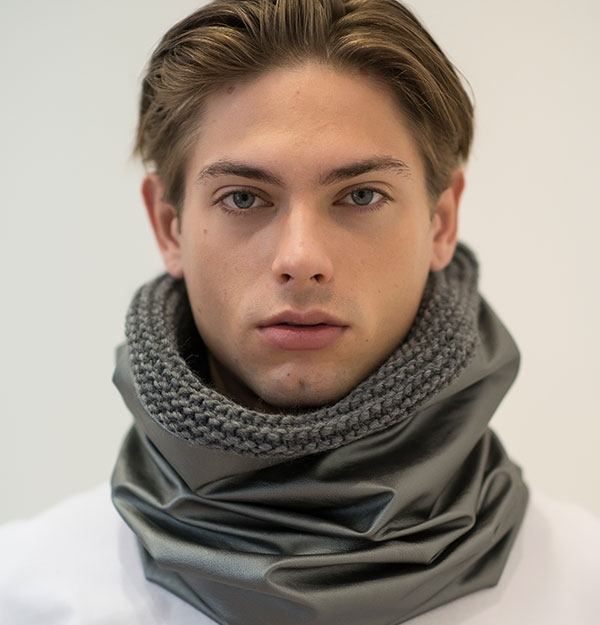 SNOOD KNITTED WITH SILVER ECO SHEEPSKIN LEATHER