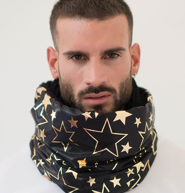 KNITTED SNOOD WITH VINYL STARS PATTERN