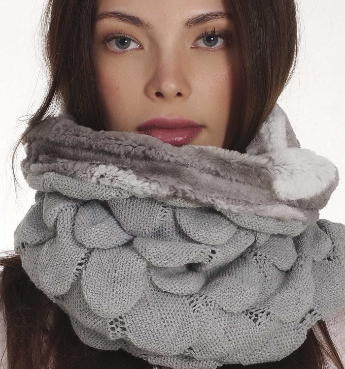 KNITTED WAVES WITH ECO FUR
