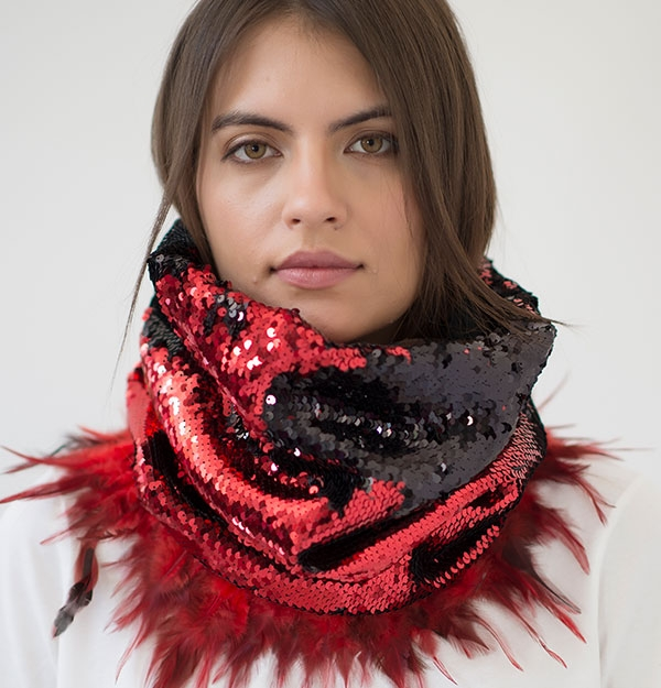 KNITTED SNOOD WITH SEQUIN & FEATHERS